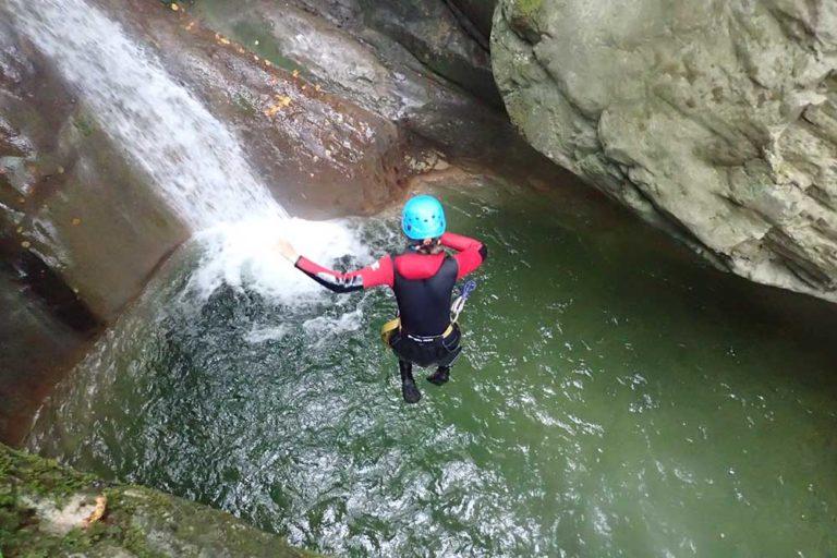 saut de dos au canyon de terneze