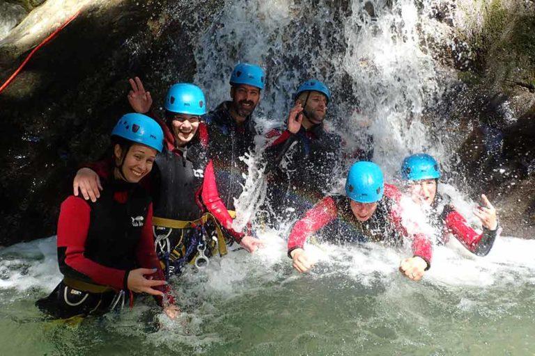 groupe d'amis au canyon de montmin