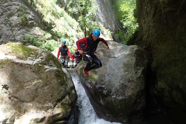 saut d'un rocher canyon de montmin