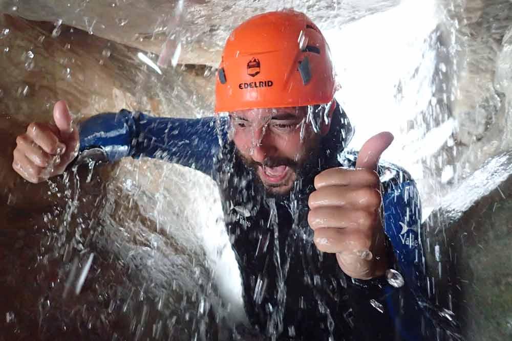 homme dans un syphon au canyon de montmin