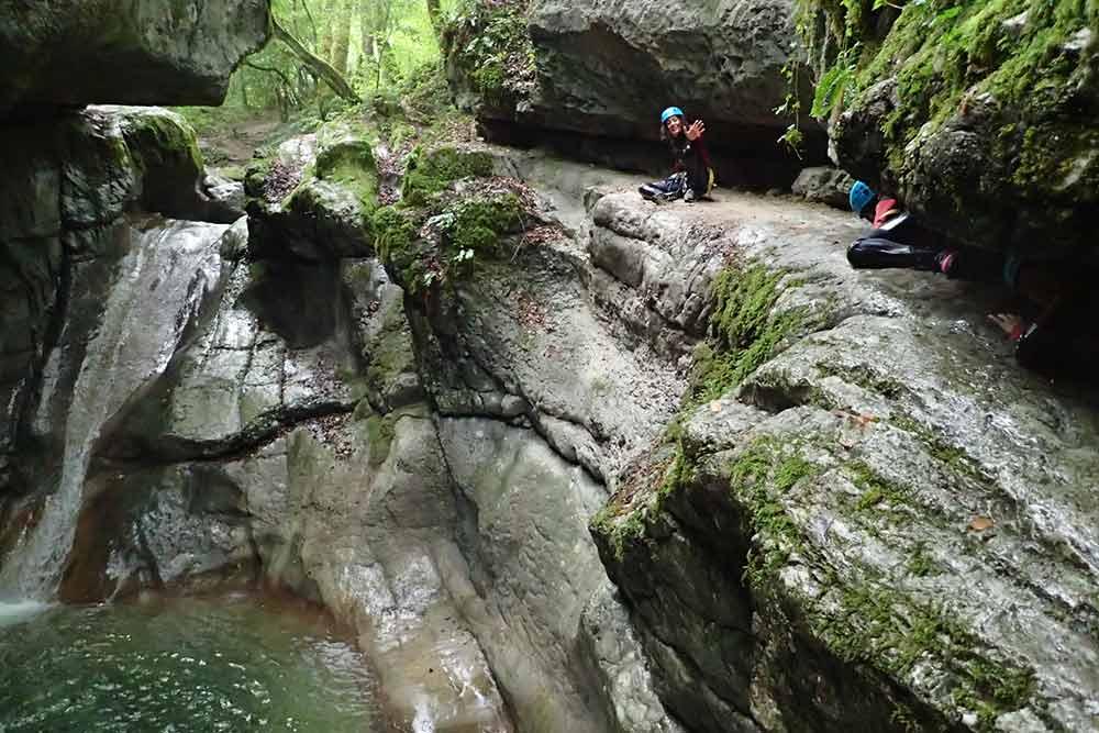 activité dans les rochers au canyon de terneze