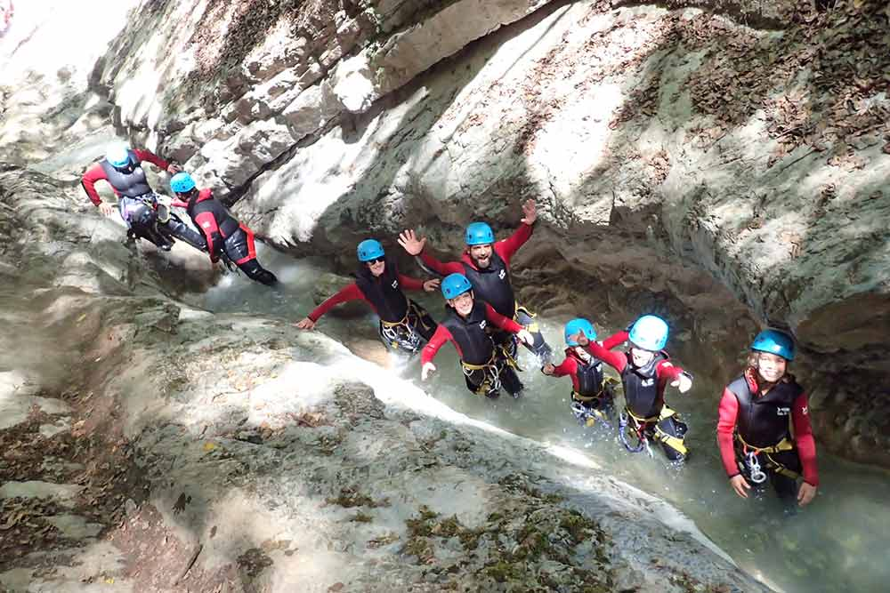 groupe au canyoning d'angon à Annecy