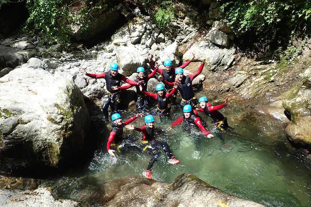 groupe allongé dans le canyon de Montmin