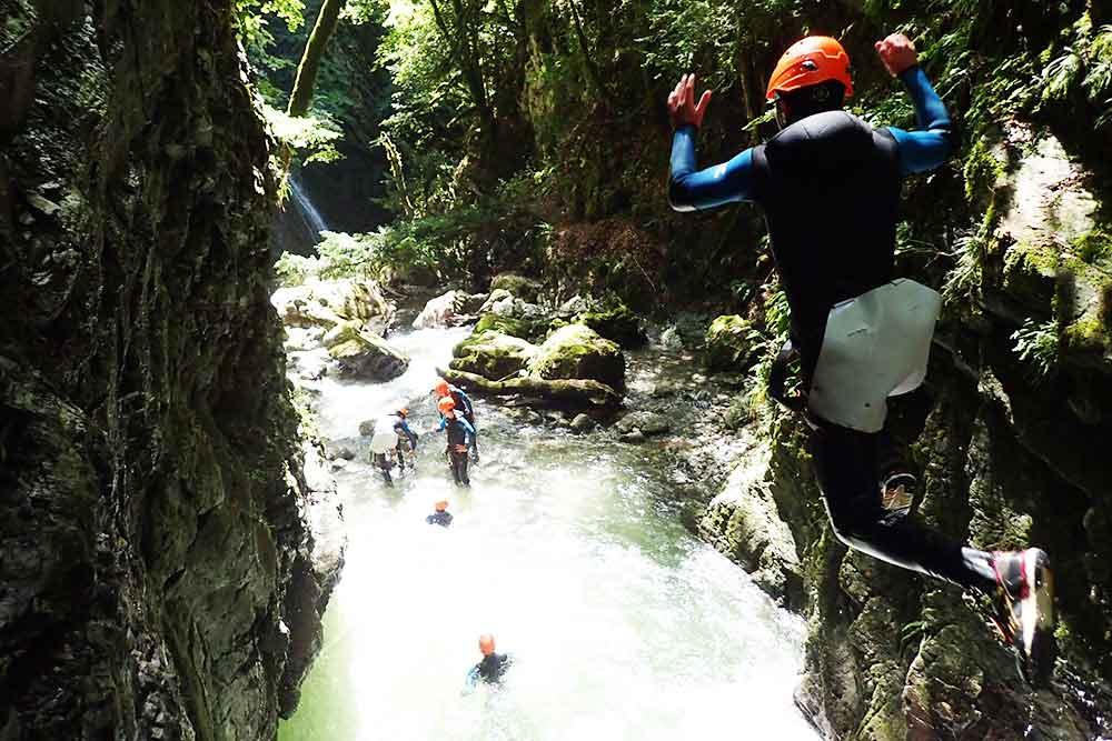 saut de dos au canyon de montmin