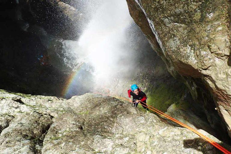 arc en ciel dans le canyon d'angon