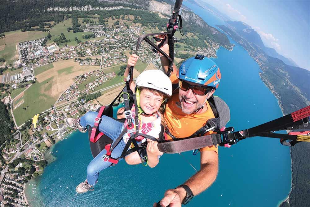 Portrait vol parapente annecy avec enfant