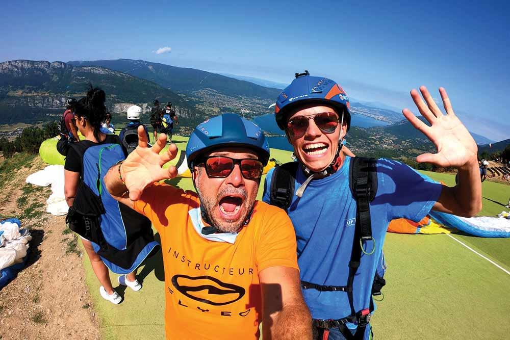 deux hommes vont décoller en parapente pack activité