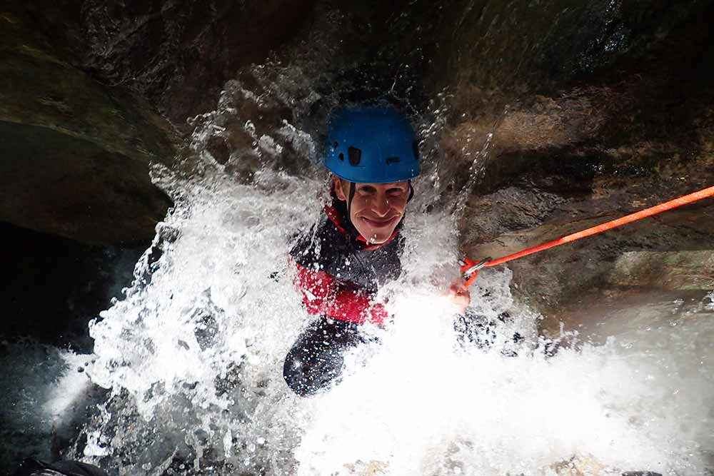 passage arrosé au canyoning angon