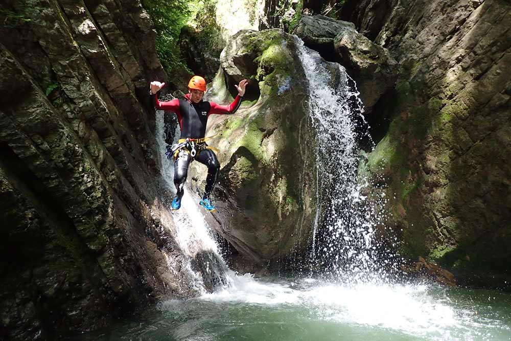 saut en canyoning à montmin