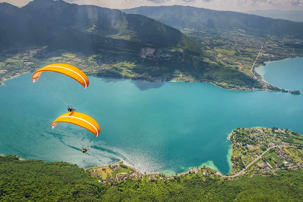 superposition de parapente au lac d'Annecy