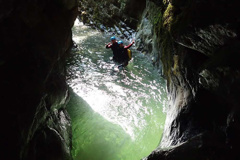 belle vasque éclairée au canyon d'angon