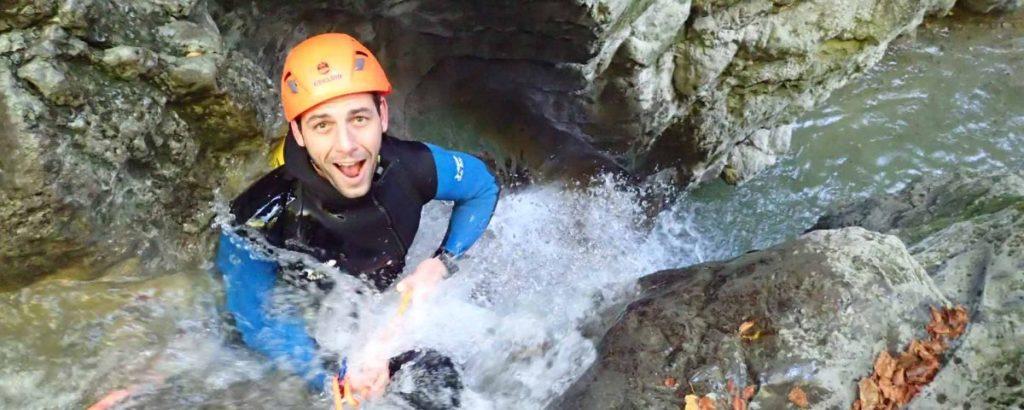 homme en canyoning à Angon pour un evg