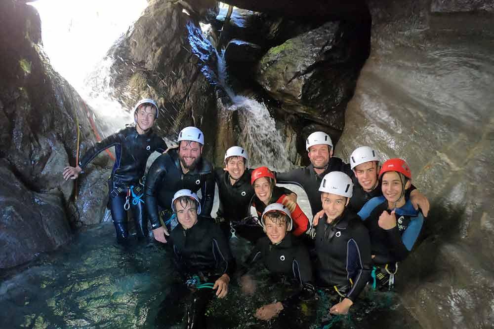 groupe en canyoning eaux rousses